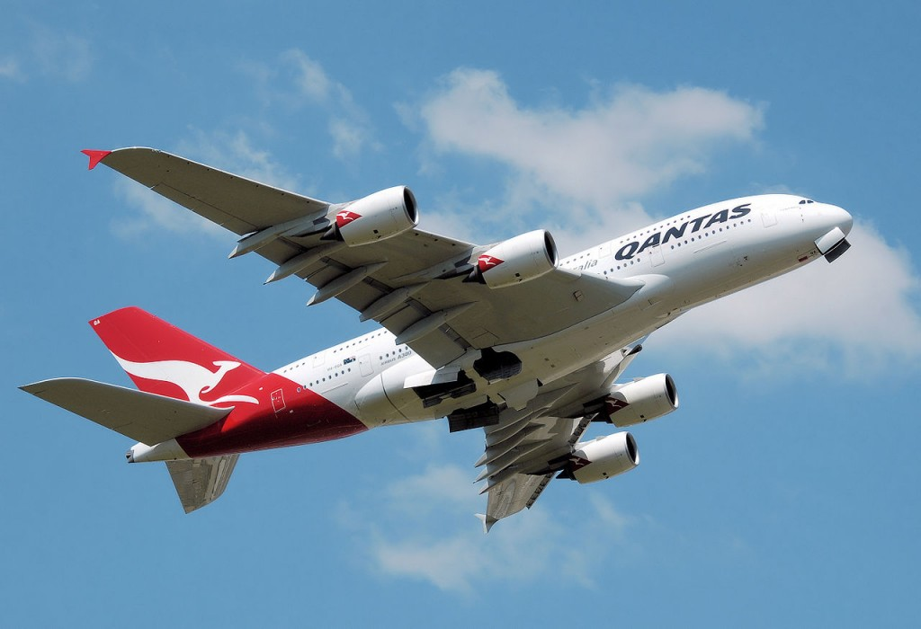 1280px-Qantas_a380_vh-oqa_takeoff_heathrow_arp